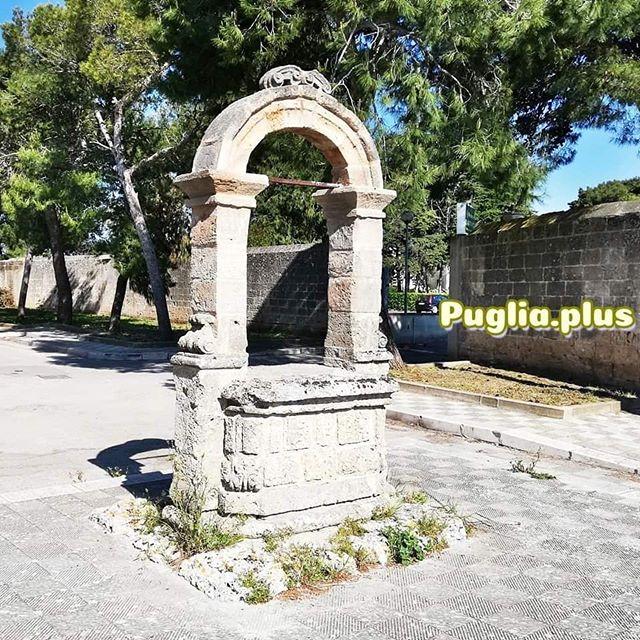 Nicht weit vom Stadtzentrum kann man im archäologischen Park messapische Mauern und den Pliniusbrunnen besichtigen. Vor zwei Tagen wiedereröffnet. Danach bietet sich ein Gläschen Primitivo an, denn der köstliche Wein ist hier zuhause. #manduria #salento #süditalien #historisches #geschichte #italienurlaub #weinempfehlung #weinreise #antike #salentista #parcoarcheologicomanduria