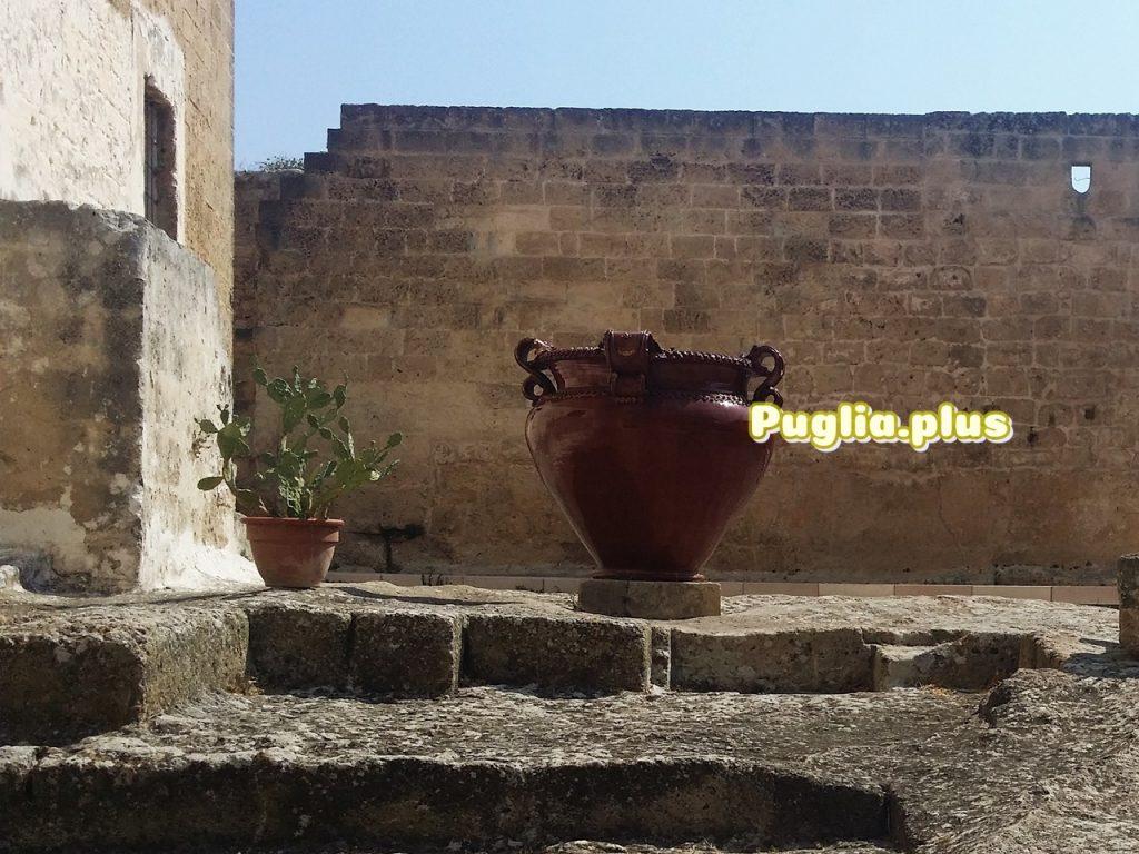 Kaktusfeige im Topf in der Keramikstadt Grottaglie