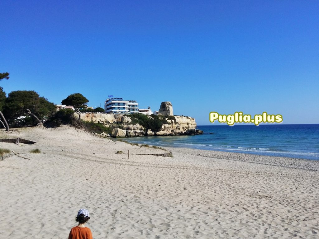 Strandspziergang Torre dell'Orso Familienurlaub Apulien